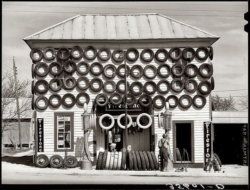 R Lee Secondhand Tires, San Marcos, Texas, 1940