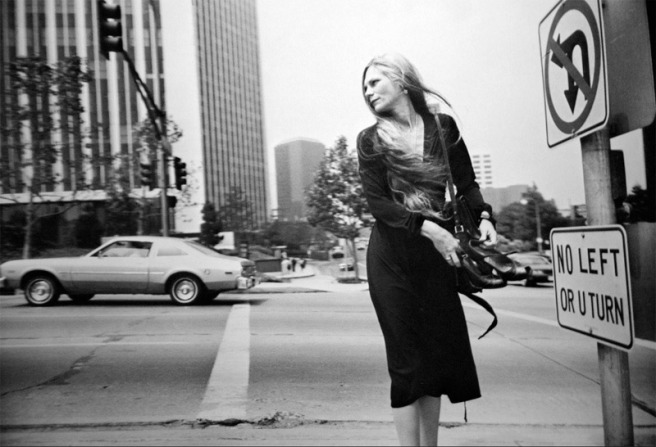 winogrand-woman-and-car